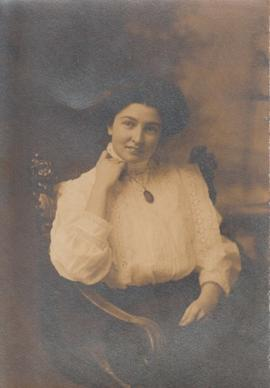 Photograph of unidentified woman